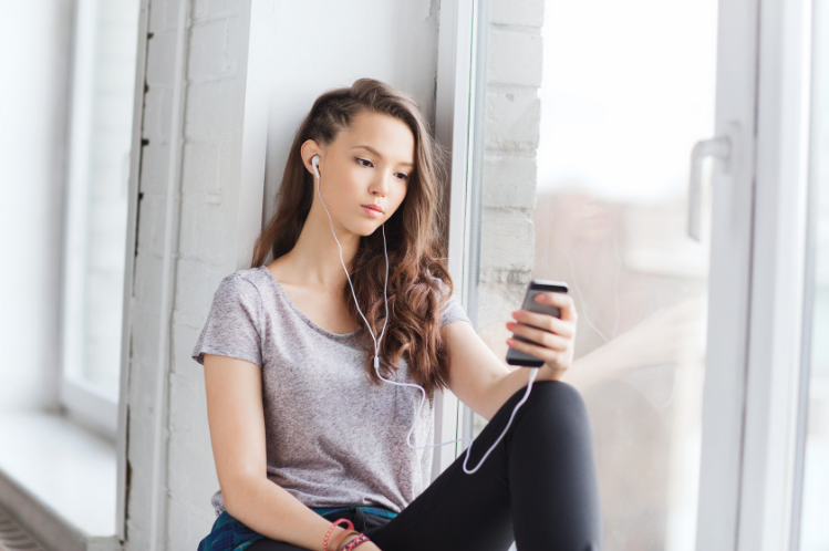 Müde & trockene Augen durch lange Smartphone-Nutzung