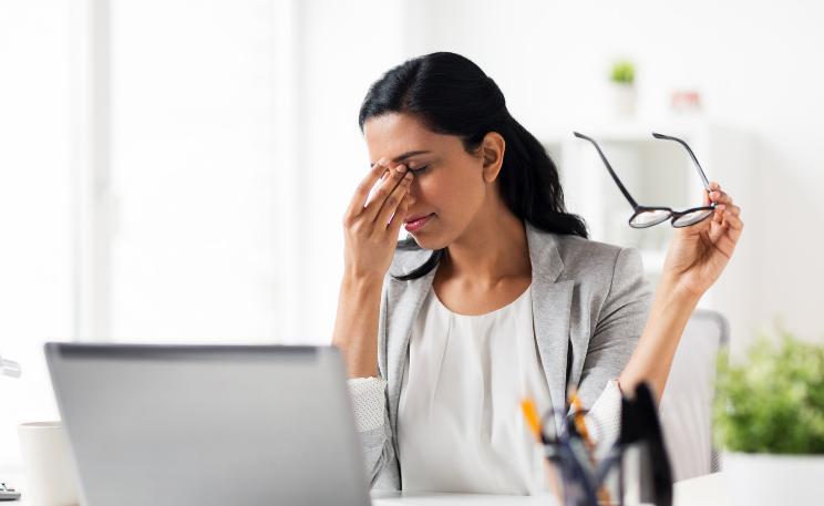 Augenschmerzen durch viel PC-Arbeit